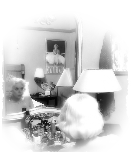 marilyns-vanity-bw